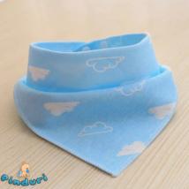 Nyálkendő kék felhős mintával